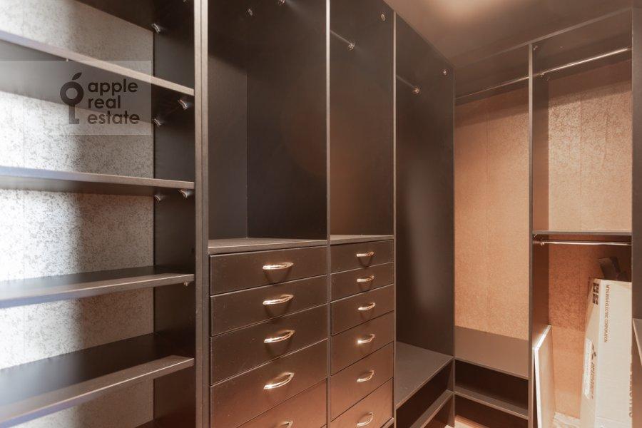 Гардеробная комната / Постирочная комната / Кладовая комната в 3-комнатной квартире по адресу Хорошевское ш. 12к1