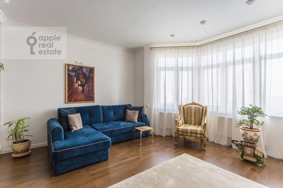 Гостиная в 4-комнатной квартире по адресу Староволынская ул. 12к4