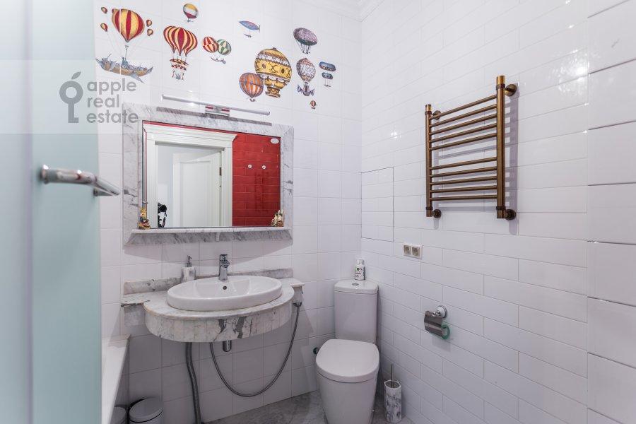 Санузел в 4-комнатной квартире по адресу Староволынская ул. 12к4