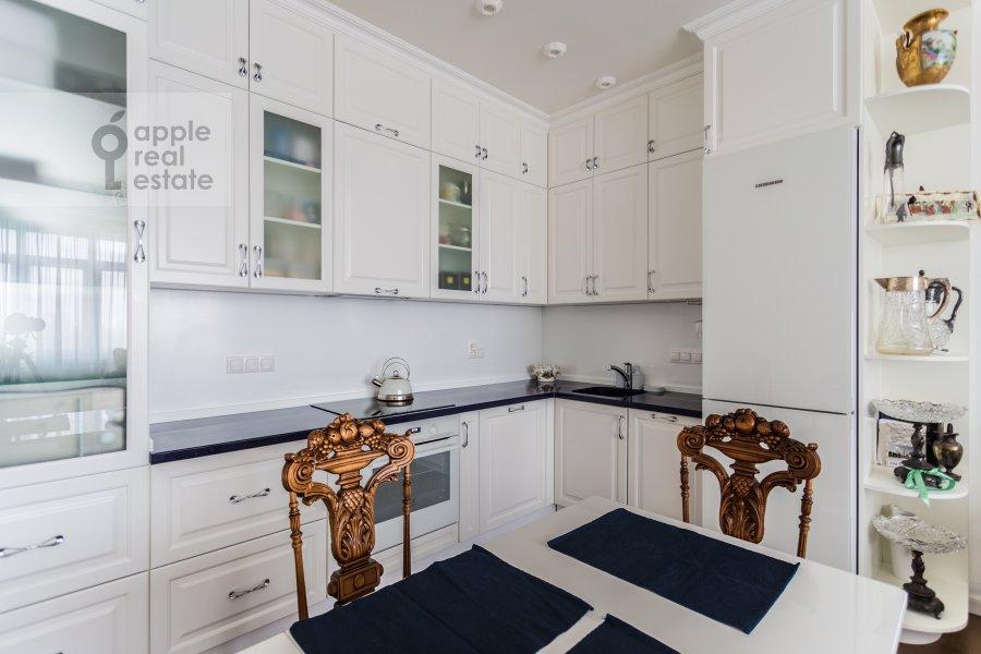 Кухня в 4-комнатной квартире по адресу Староволынская ул. 12к4