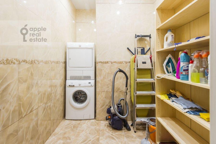 Гардеробная комната / Постирочная комната / Кладовая комната в 4-комнатной квартире по адресу Арбат Новый ул. 27