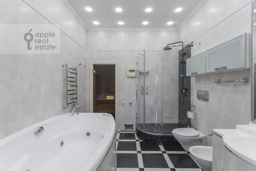 Санузел в 4-комнатной квартире по адресу 1-ый Тверской-Ямской пер. 11