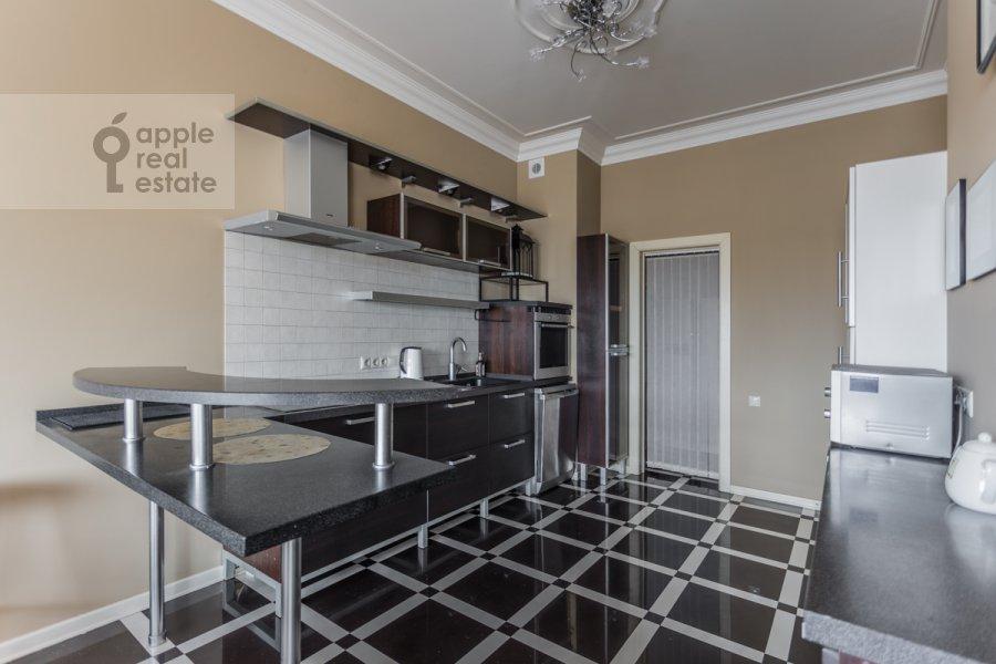 Кухня в 4-комнатной квартире по адресу 1-ый Тверской-Ямской пер. 11
