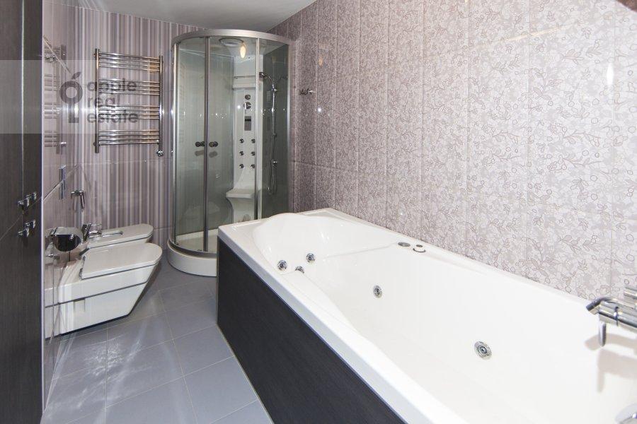 Bathroom of the 2-room apartment at Khoroshevskoe shosse 16