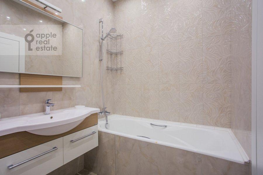 Санузел в 3-комнатной квартире по адресу Мосфильмовская ул. 88к2с4