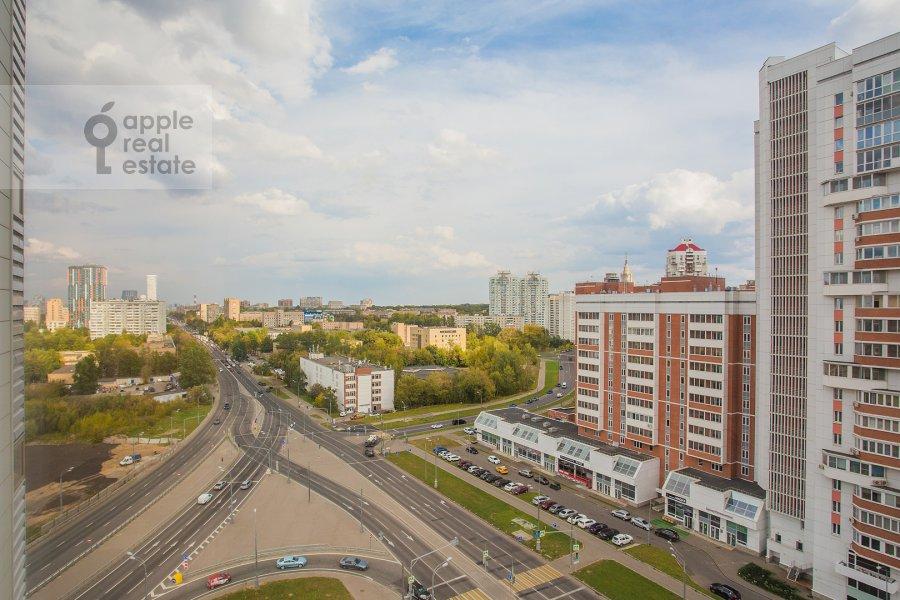 Вид из окна в 3-комнатной квартире по адресу Мосфильмовская ул. 88к2с4