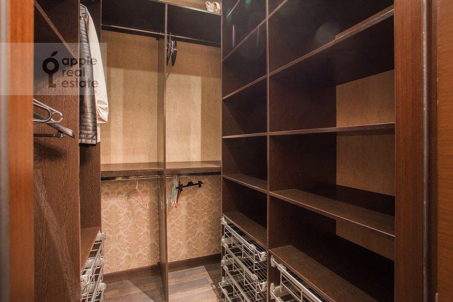 Гардеробная комната / Постирочная комната / Кладовая комната в 2-комнатной квартире по адресу Нежинская ул. 1к3