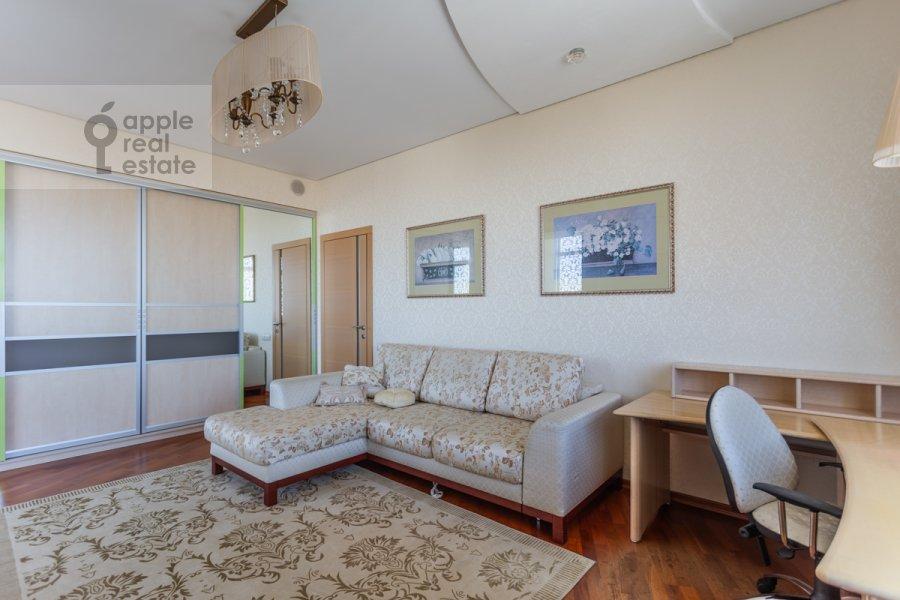 Детская комната / Кабинет в 3-комнатной квартире по адресу Врубеля ул. 8