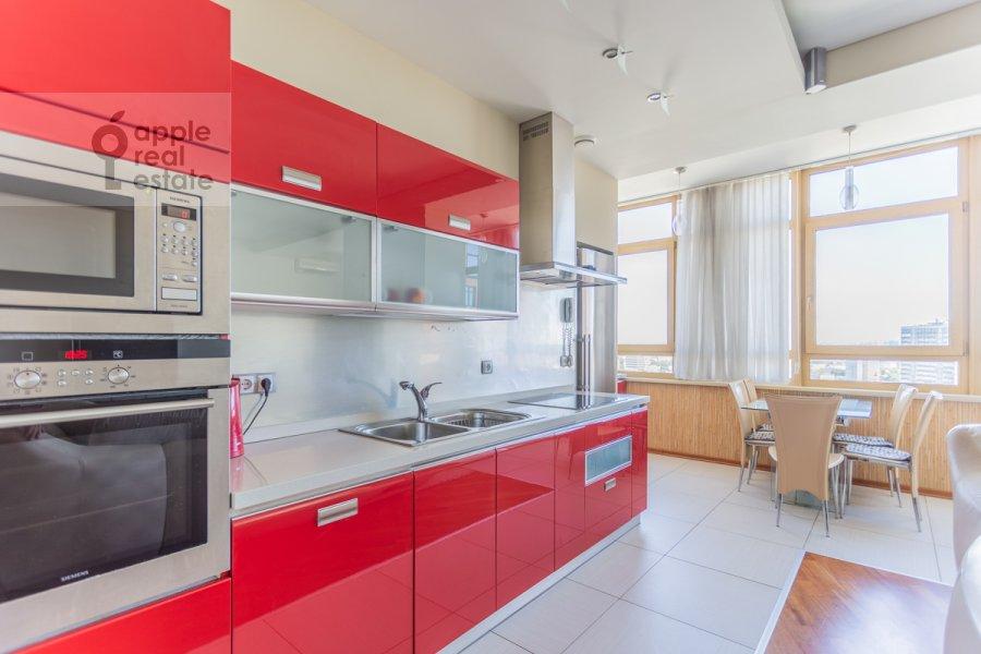Кухня в 3-комнатной квартире по адресу Врубеля ул. 8