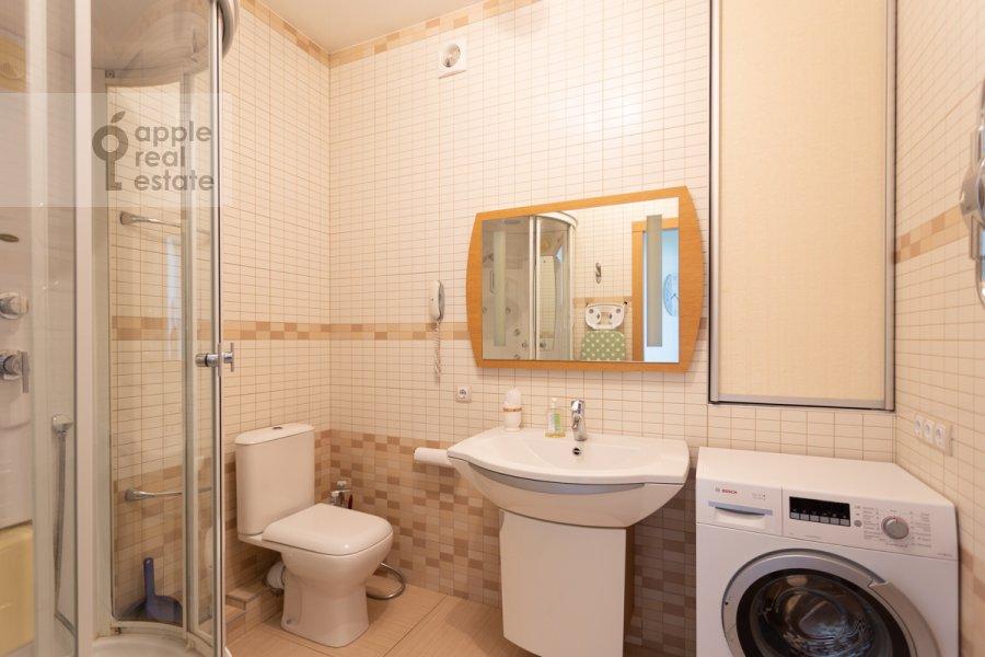 Санузел в 3-комнатной квартире по адресу Врубеля ул. 8