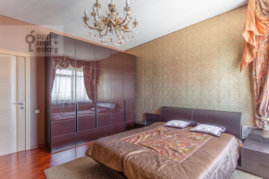 Спальня в 3-комнатной квартире по адресу Врубеля ул. 8