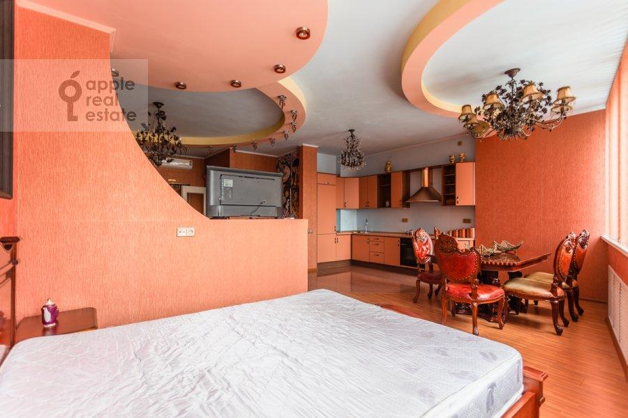 Bedroom of the studio apartment at Shabolovka ul. 23k4