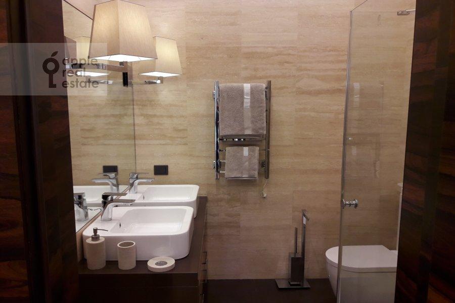 Bathroom of the 4-room apartment at Tsvetnoy bul'v. 2