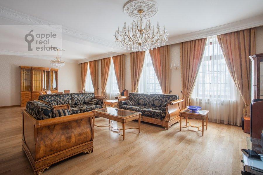 Гостиная в 2-комнатной квартире по адресу Сретенка 9
