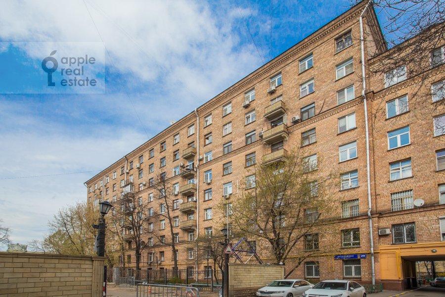 Photo of the house of the 4-room apartment at Frunzenskaya nab. 28