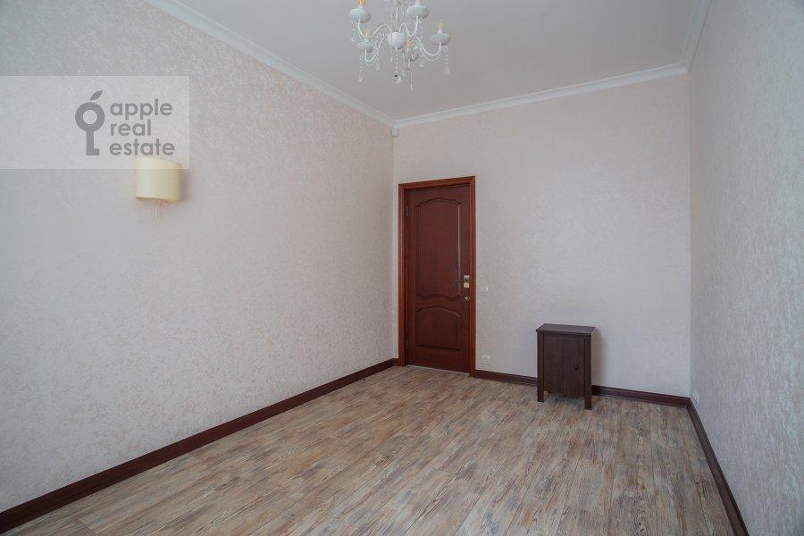 Children's room / Cabinet of the 4-room apartment at Frunzenskaya nab. 28