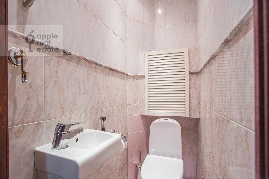 Bathroom of the 5-room apartment at Bryusov pereulok 2/14s1