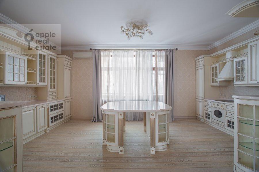 Kitchen of the 4-room apartment at Ostrovityanova ul. 11K1