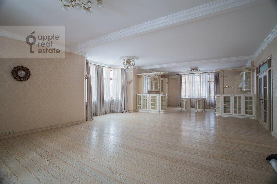 Гостиная в 4-комнатной квартире по адресу Островитянова ул. 11К1