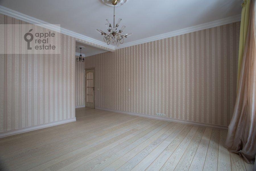 Bedroom of the 4-room apartment at Ostrovityanova ul. 11K1