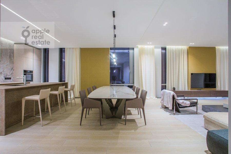Гостиная в 3-комнатной квартире по адресу Мосфильмовская ул. 8к3
