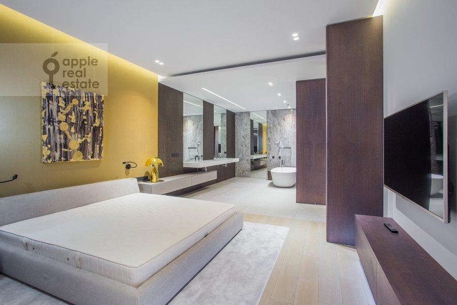 Спальня в 3-комнатной квартире по адресу Мосфильмовская ул. 8к3
