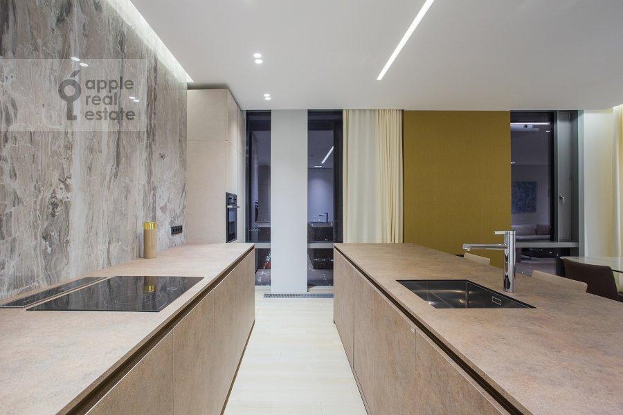 Кухня в 3-комнатной квартире по адресу Мосфильмовская ул. 8к3