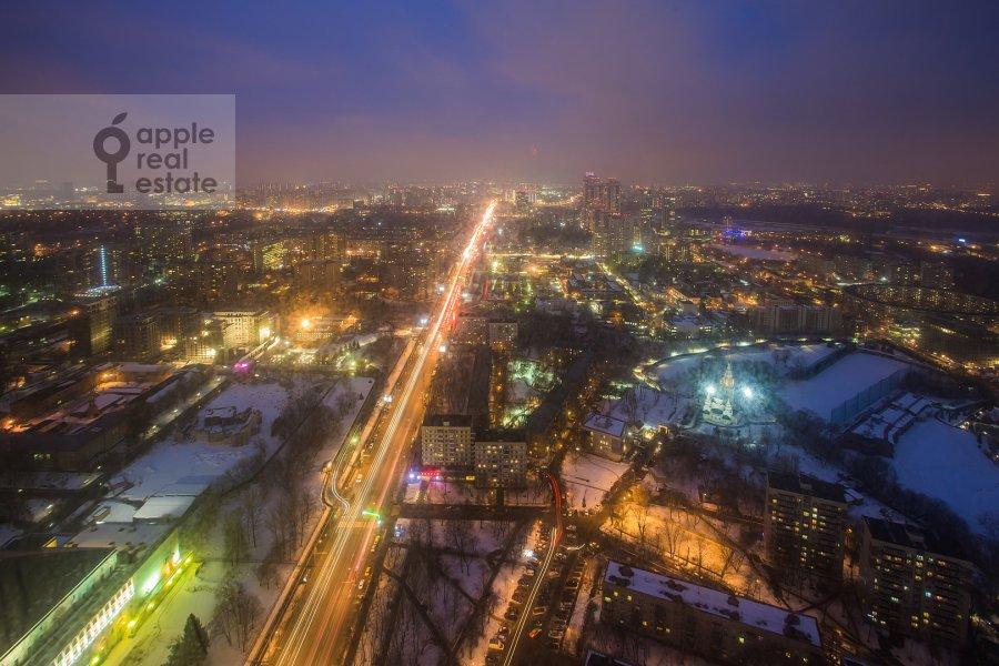Вид из окна в 3-комнатной квартире по адресу Мосфильмовская ул. 8к3