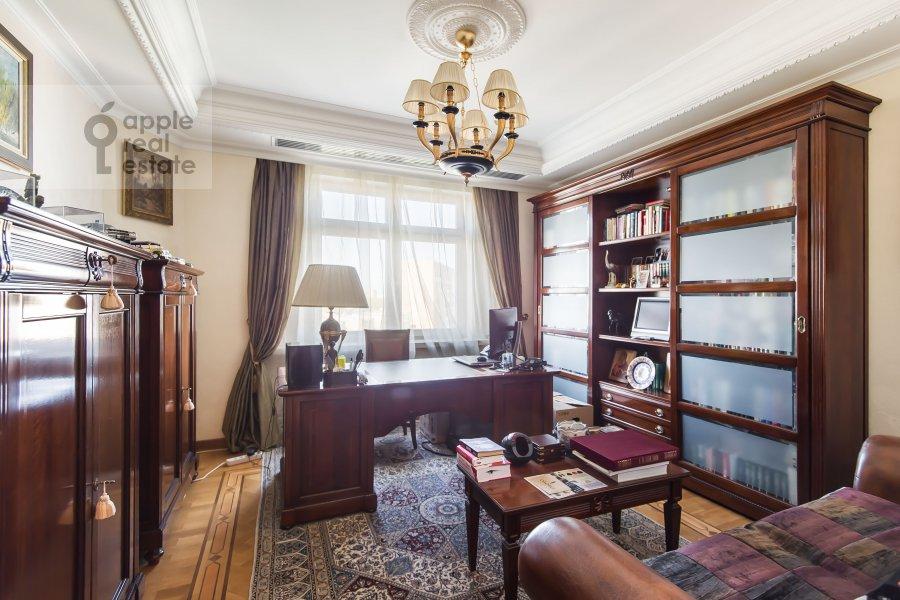 Детская комната / Кабинет в 4-комнатной квартире по адресу Оболенский пер 9к8