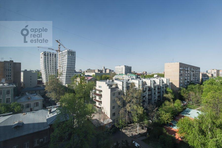 Вид из окна в 4-комнатной квартире по адресу Оболенский пер 9к8
