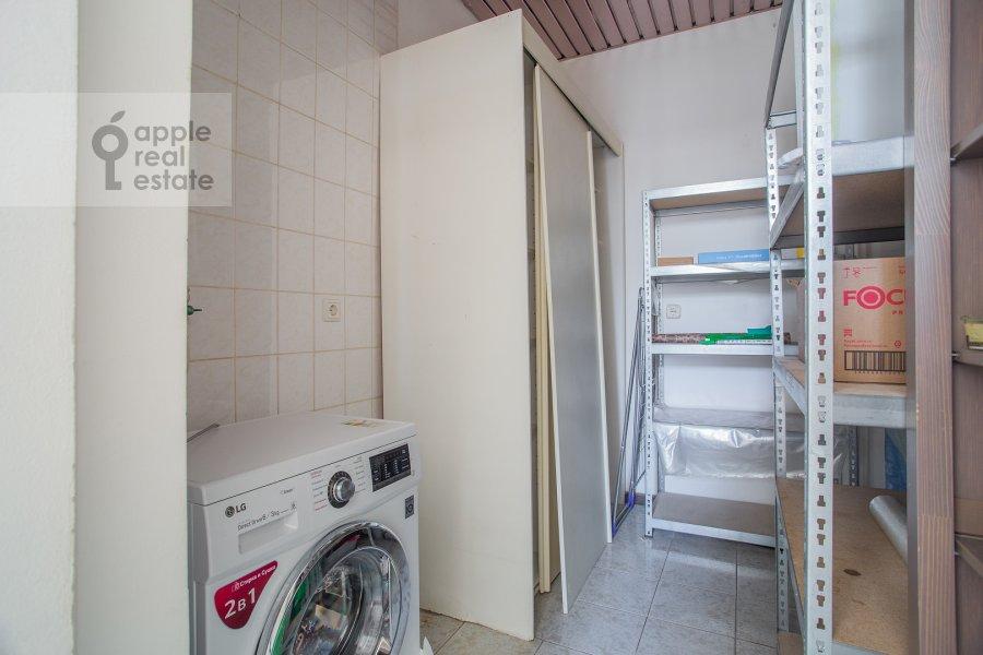 Гардеробная комната / Постирочная комната / Кладовая комната в 4-комнатной квартире по адресу Петровка ул. 24с3