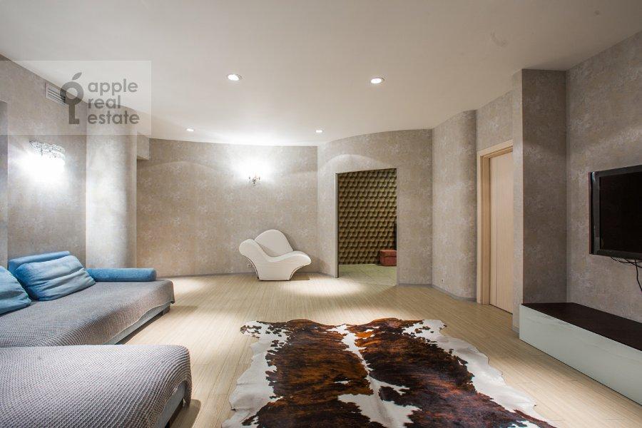 Living room of the 3-room apartment at Nezhinskaya ul. 8k4