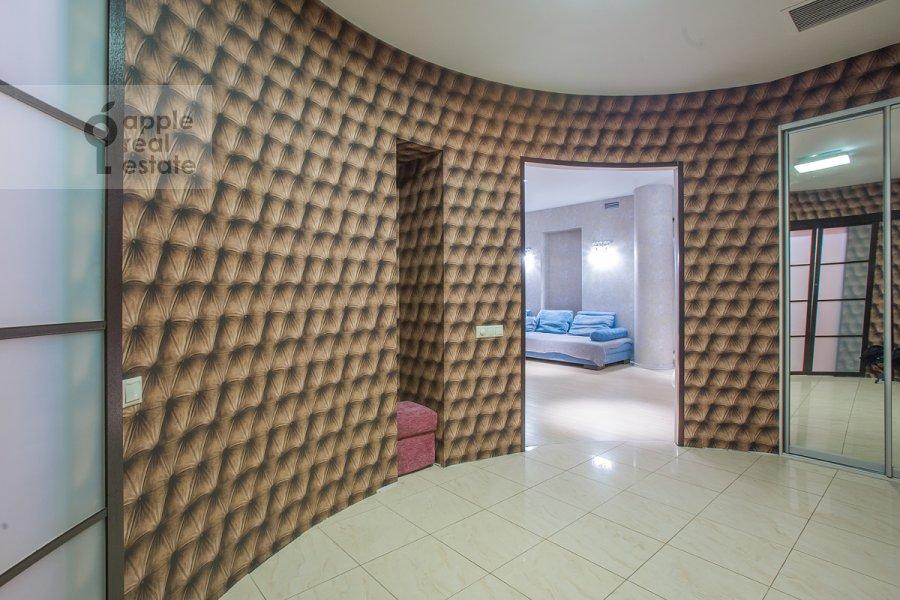 Corridor of the 3-room apartment at Nezhinskaya ul. 8k4