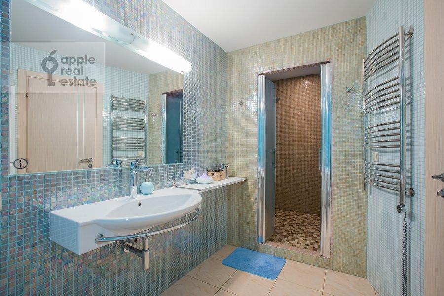 Bathroom of the 3-room apartment at Nezhinskaya ul. 8k4