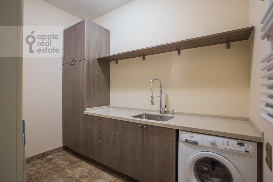 Гардеробная комната / Постирочная комната / Кладовая комната в 3-комнатной квартире по адресу Чапаевский переулок 3