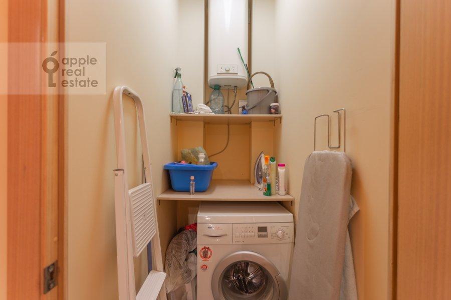 Гардеробная комната / Постирочная комната / Кладовая комната в 3-комнатной квартире по адресу Новокузнецкая ул. 3