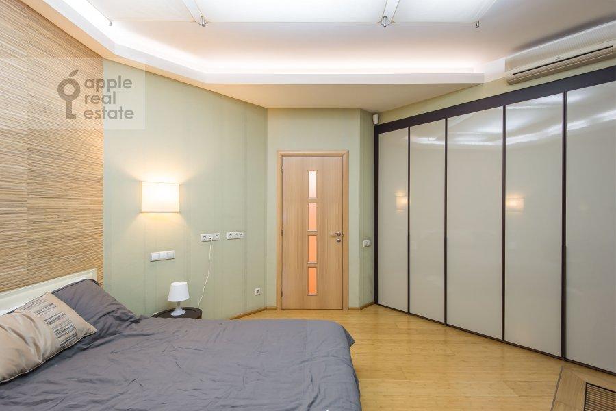 Bedroom of the 3-room apartment at Novokuznetskaya ul. 3