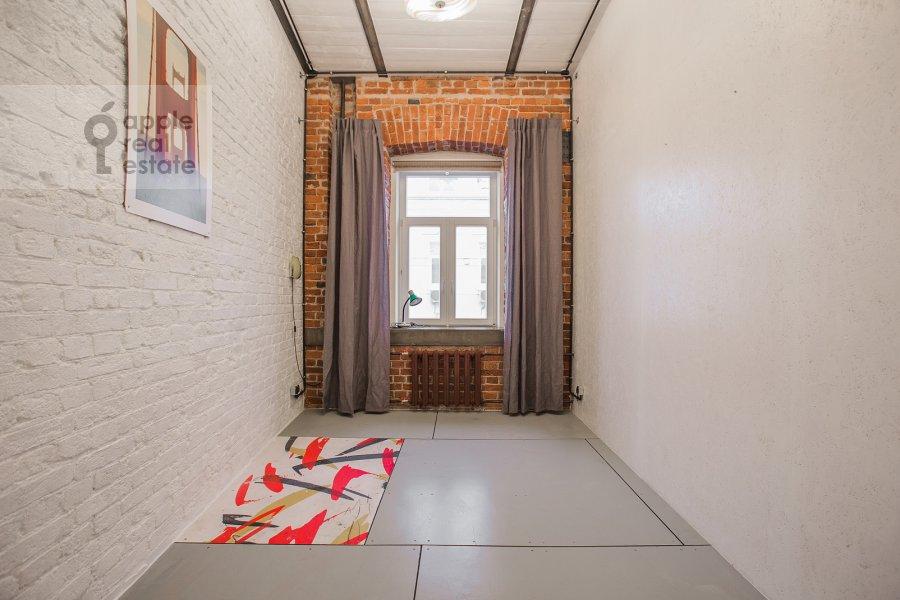 Children's room / Cabinet of the 4-room apartment at Merzlyakovskiy pereulok 15