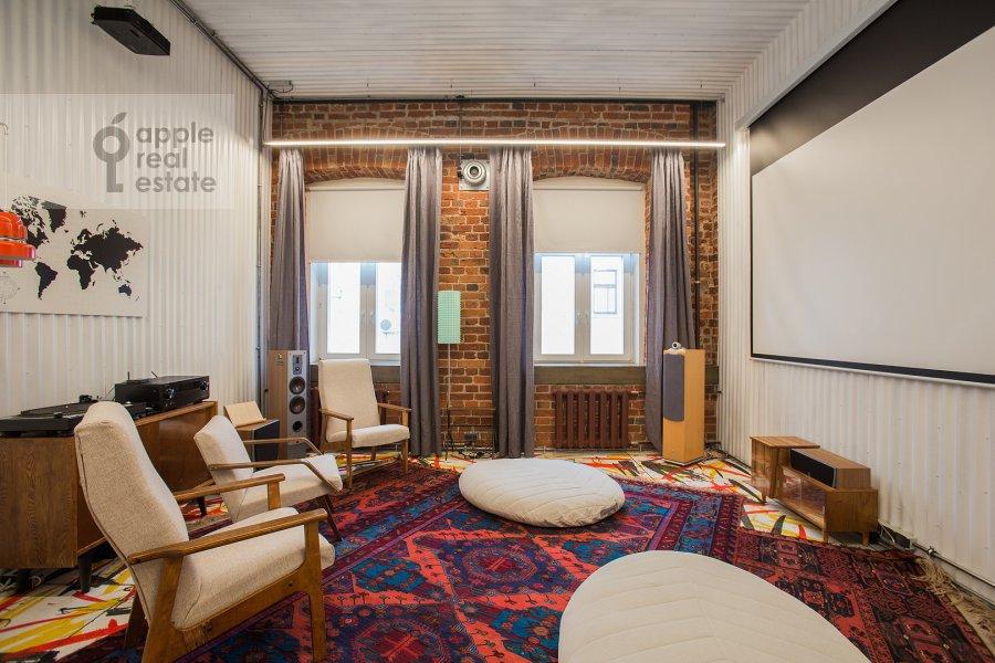 Living room of the 4-room apartment at Merzlyakovskiy pereulok 15