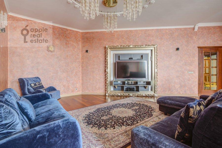 5-room apartment at Lavrushinskiy pereulok 11k1