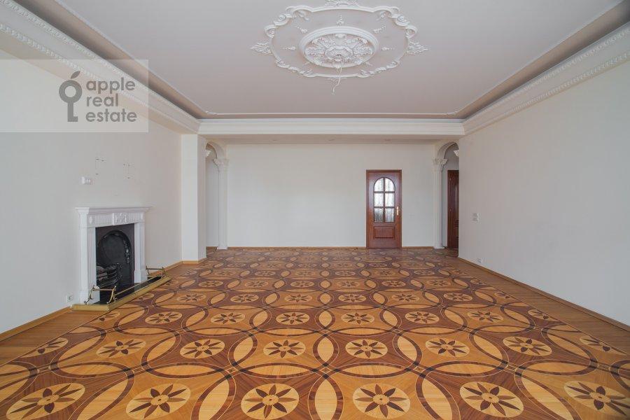 Living room of the 6-room apartment at Yakimanka Bol'shaya ul. 17/2s2
