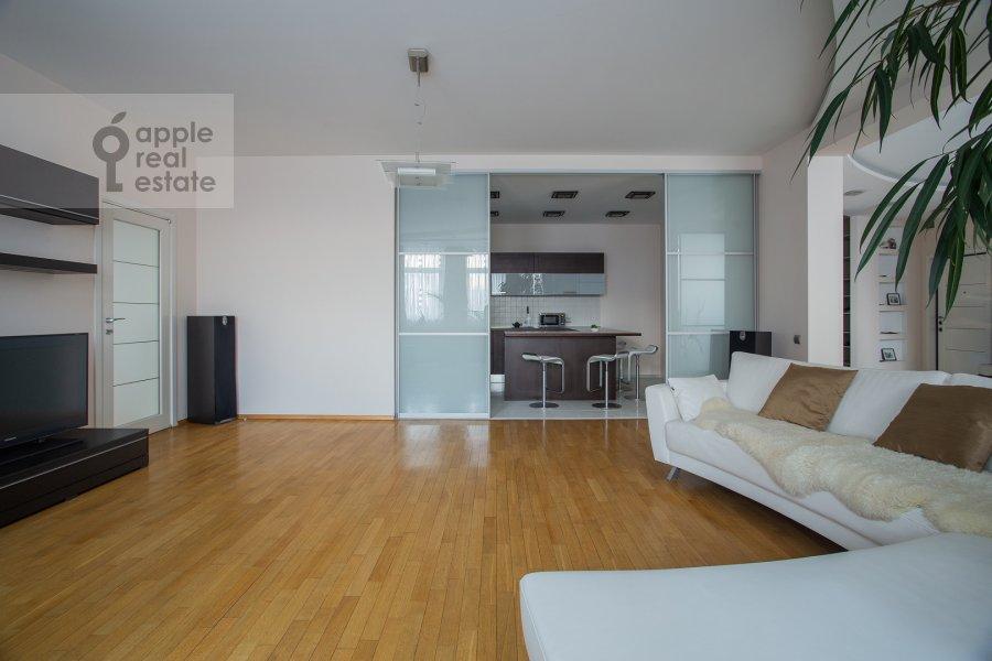 Living room of the 4-room apartment at 2-y Shiemilovskiy pereulok 4
