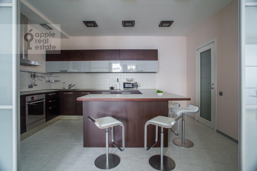 Kitchen of the 4-room apartment at 2-y Shiemilovskiy pereulok 4