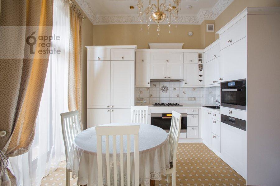 Кухня в 4-комнатной квартире по адресу Николаева 4