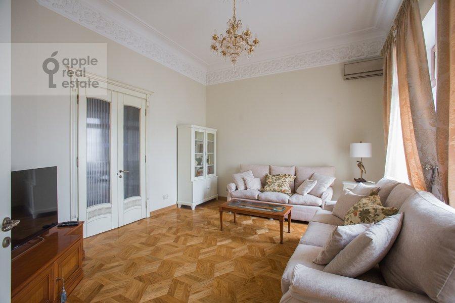 Гостиная в 4-комнатной квартире по адресу Николаева 4