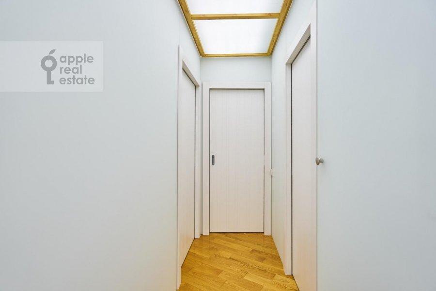 Corridor of the 3-room apartment at Stanislavskogo ul. 11