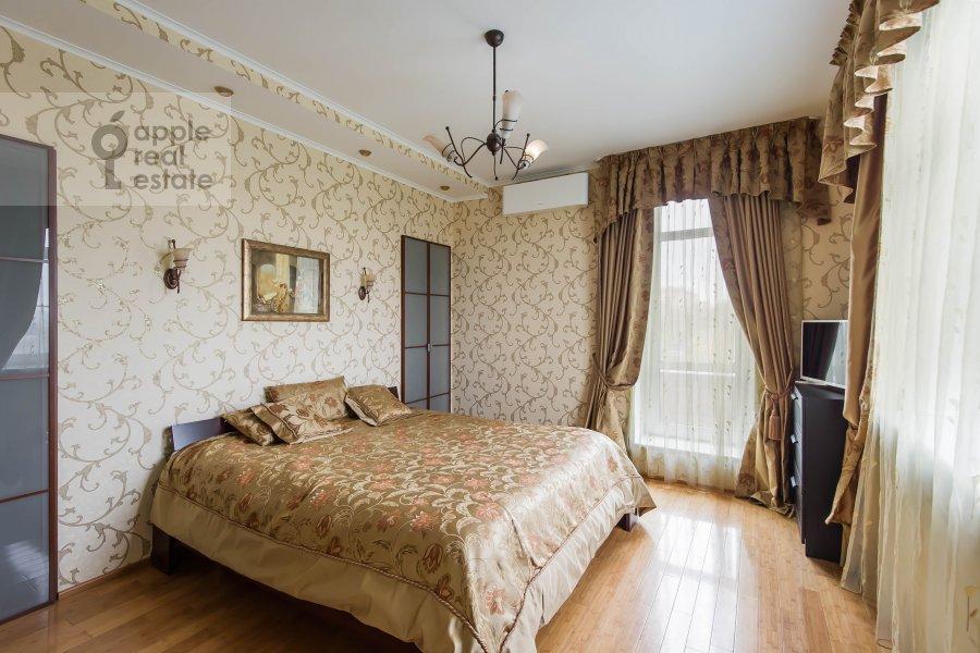 Спальня в 5-комнатной квартире по адресу Авиационная ул. 79к1