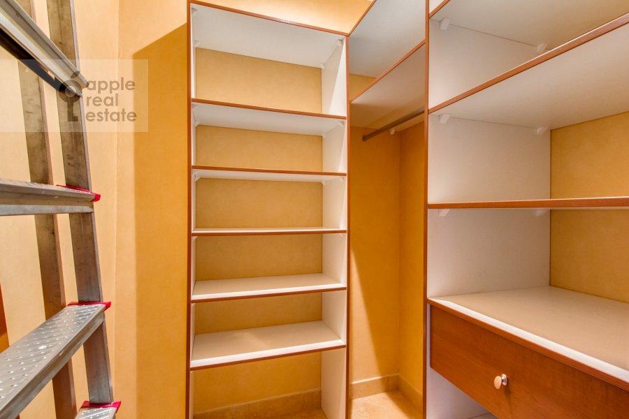 Гардеробная комната / Постирочная комната / Кладовая комната в 3-комнатной квартире по адресу 4-й Крутицкий пер. 14