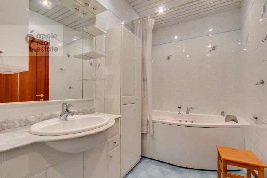Санузел в 3-комнатной квартире по адресу 4-й Крутицкий пер. 14
