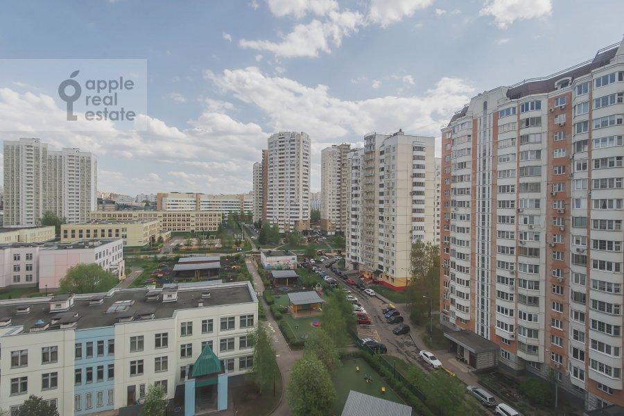 Вид из окна в 2-комнатной квартире по адресу Саморы Машела ул. 4к6